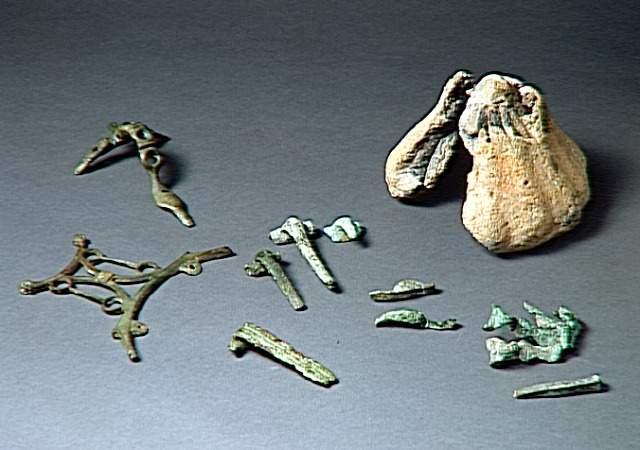 La fabrication des fibules et des objets en bronze coulé