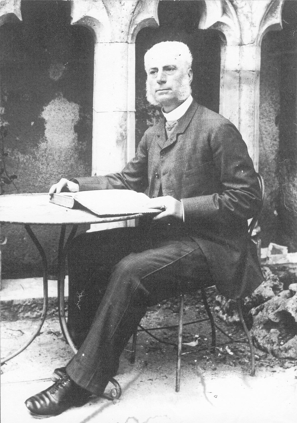 Portrait d'Édouard Flouest (1829- 1891). Tirage photographique, Anonyme (Musée du Pays Châtillonnais – Trésor de Vix).