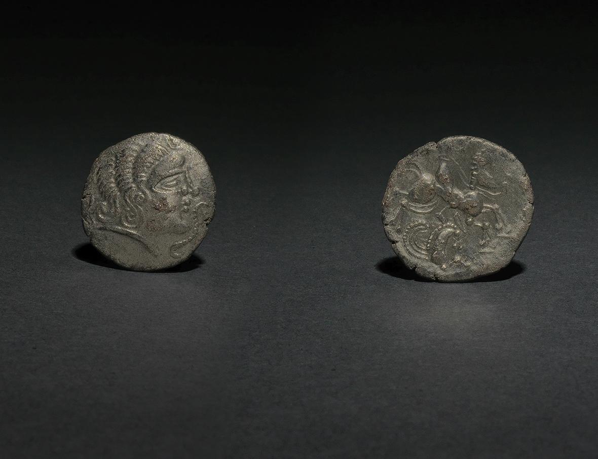 Monnaie dite «à l'octopède», avers et revers, trésor de Piolaine