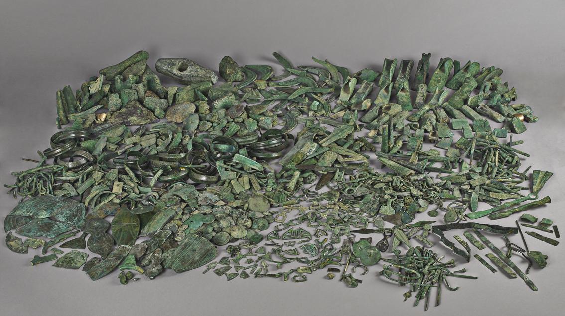 Dépôt de Larnaud (Jura). alliage cuivreux - Age du Bronze