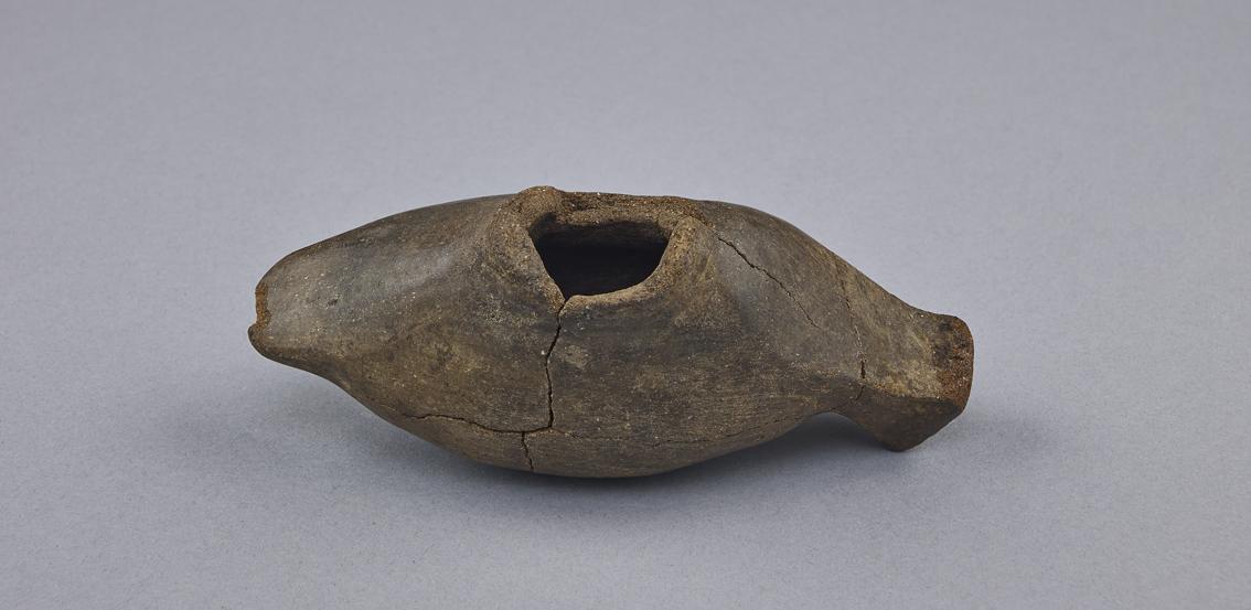Figurine d'oiseau en terre cuite de Tigy - Vue du dessous