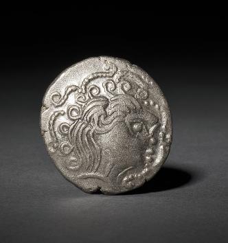 Statère de billon du trésor gaulois de Piolaine (Ille-et-Vilaine). Ier s. av. J.-C.
