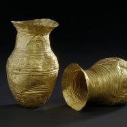Vaisselle et bijoux en or
