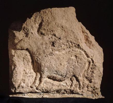 Bloc sculpté : petit cheval en profil gauche