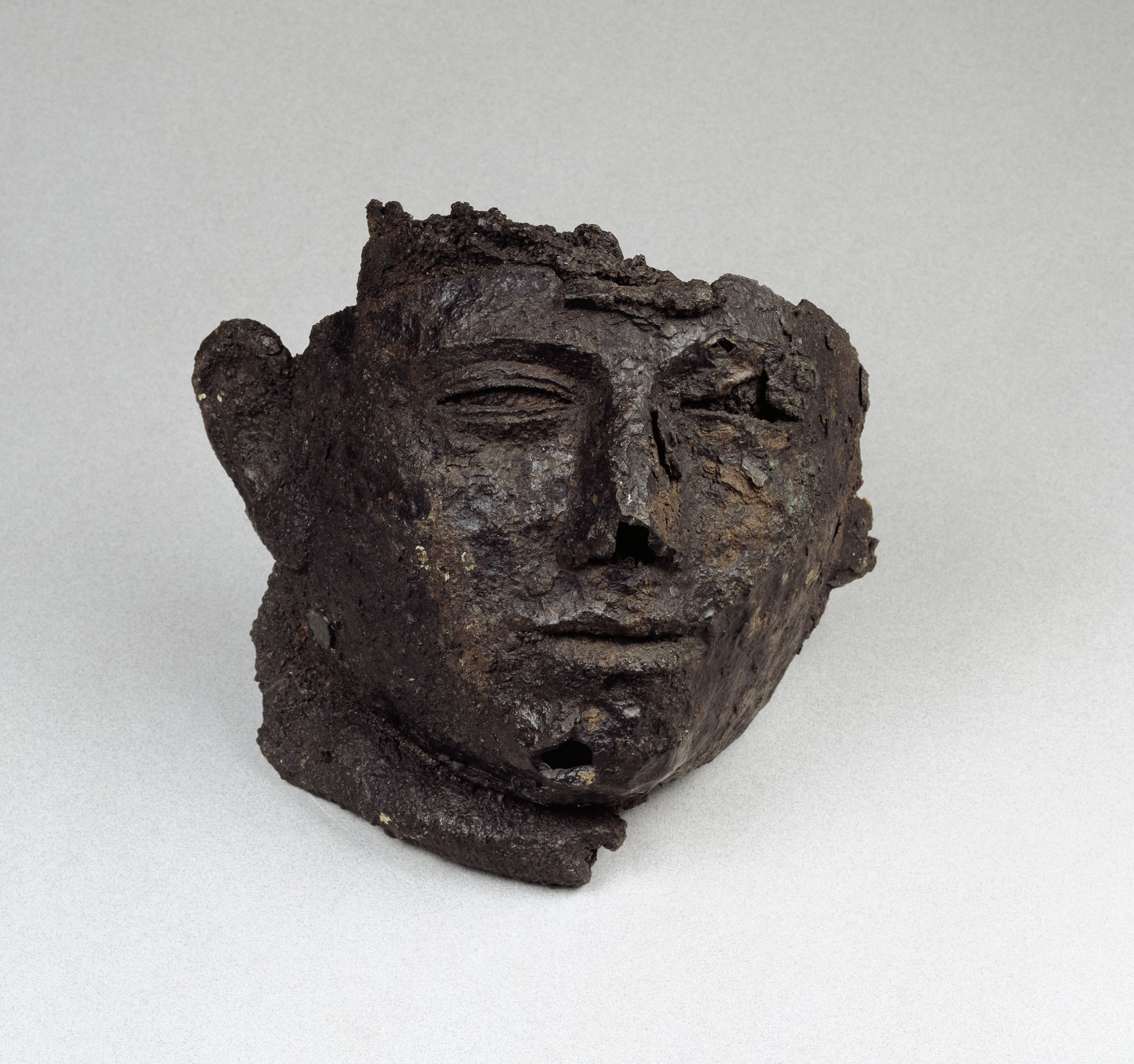 visière de casque de parade - 1er siècle - Fer, alliage cuivreux - Chassenard